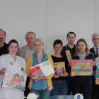 Menschen für Kinder! (3. v. r. Michaela Schaffrath, 2. v. l. Volker Zimmerschied, Vorsitzender des Vereins Menschen für Kinder)