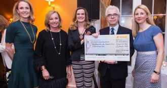 Spende für das Zentrum für Seltene Erkrankungen und CleverMINTa vom Union International Club Frankfurt zusammen mit dem Freundeskreis des Clementine Kinderhospitals